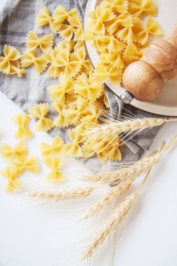 cooking ingredients: farfalle pasta with vegetables