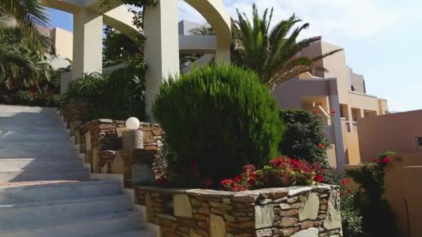 Modernes Design des Torbogens im mediterranen Stil