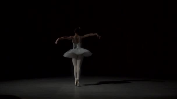 klassische Balletttänzerin im weißen Tutu