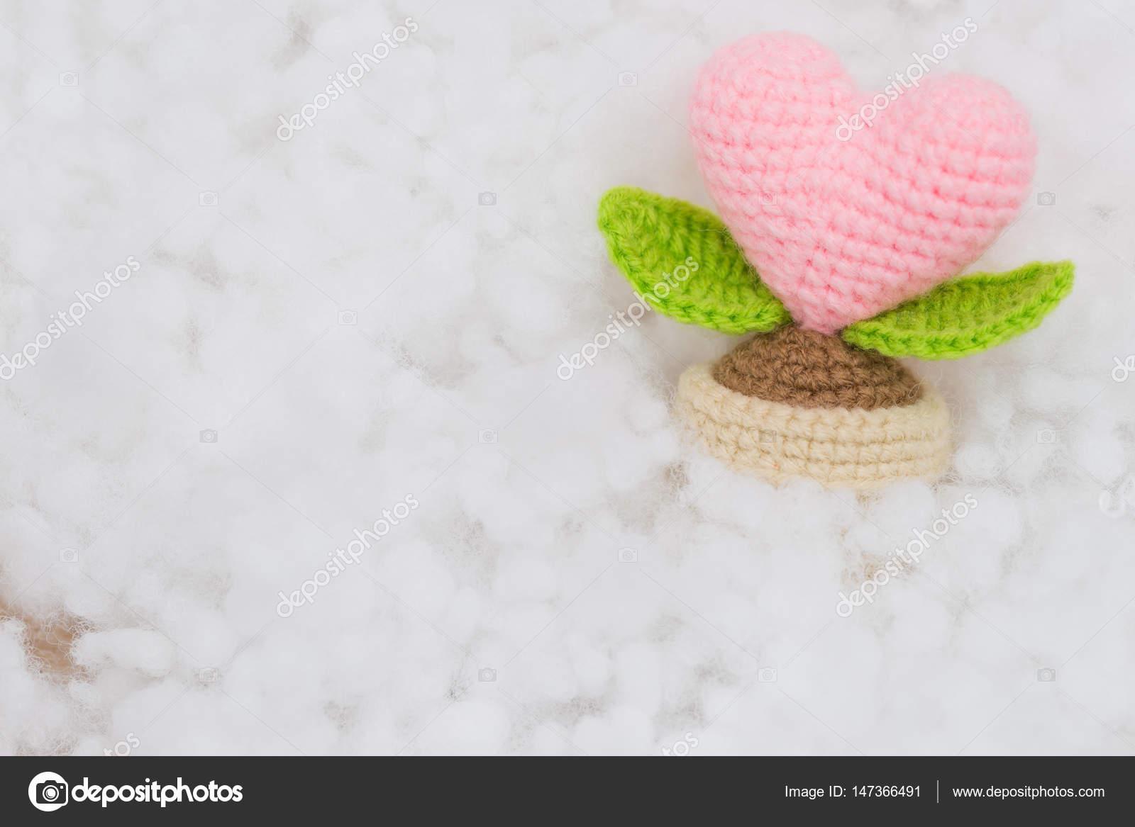 Rosa Herz Baum häkeln mit polyester — Stockfoto © Champja #147366491