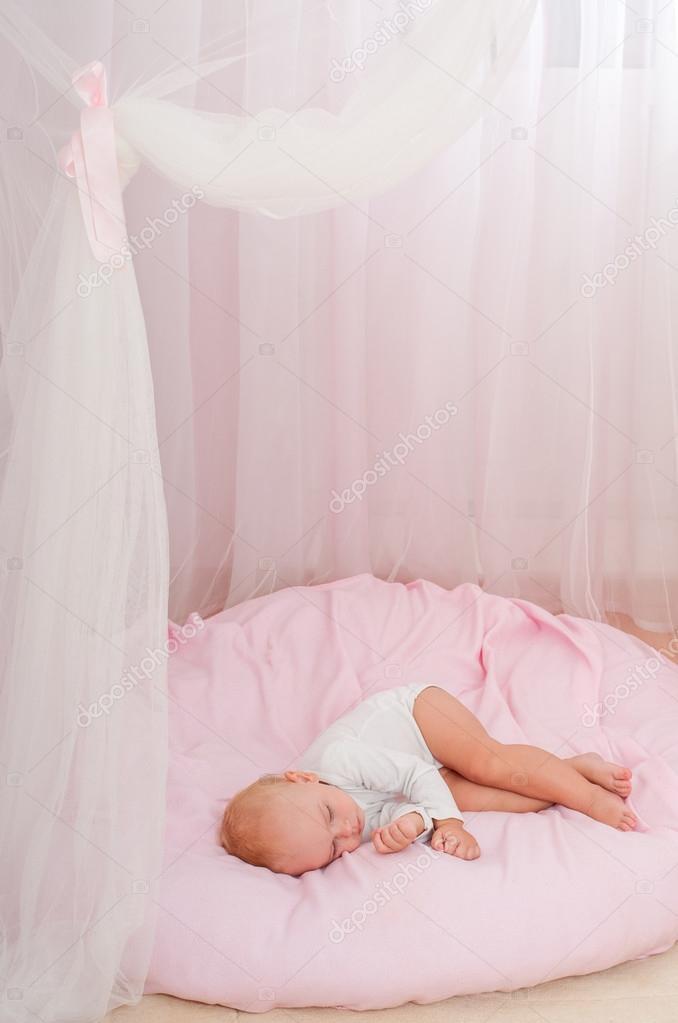 hermoso bebé que duerme — Fotos de Stock © SvetlanaFedoseeva #126500918