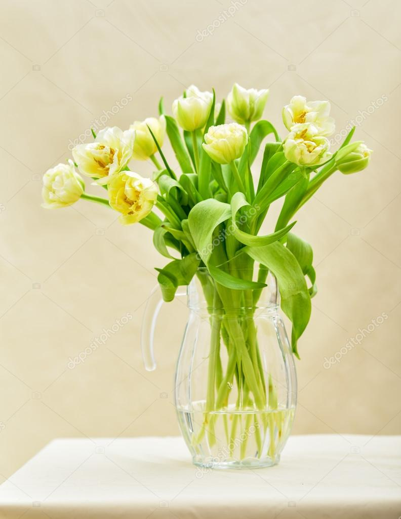 Bright spring bouquet in a vase — stock photo