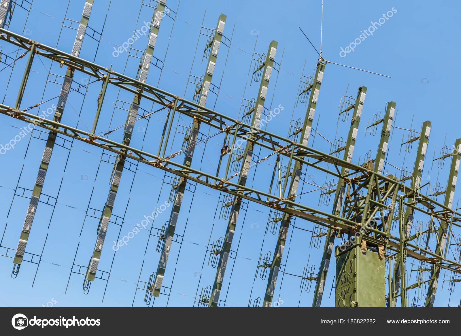 Antenna Della Stazione Radar Militare Mobile Moderno Sullo Sfondo