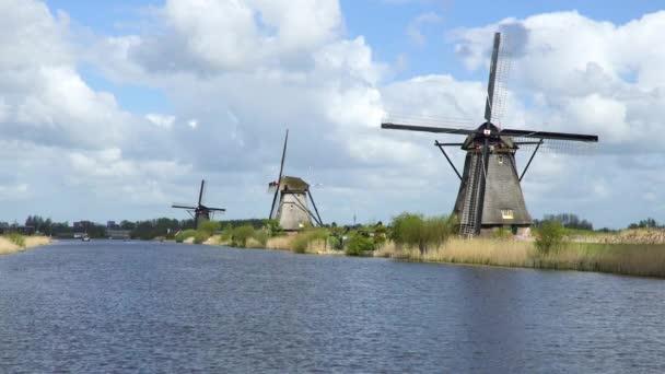 Větrné mlýny, světového dědictví UNESCO v Kinderdijk