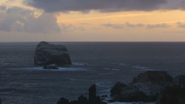 spiaggia rocciosa del mare