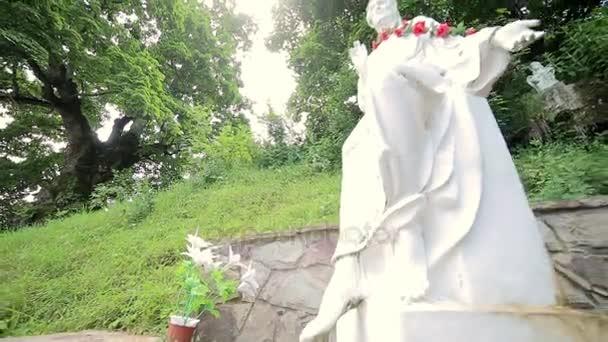 Bílá socha Střelba s posuvníkem