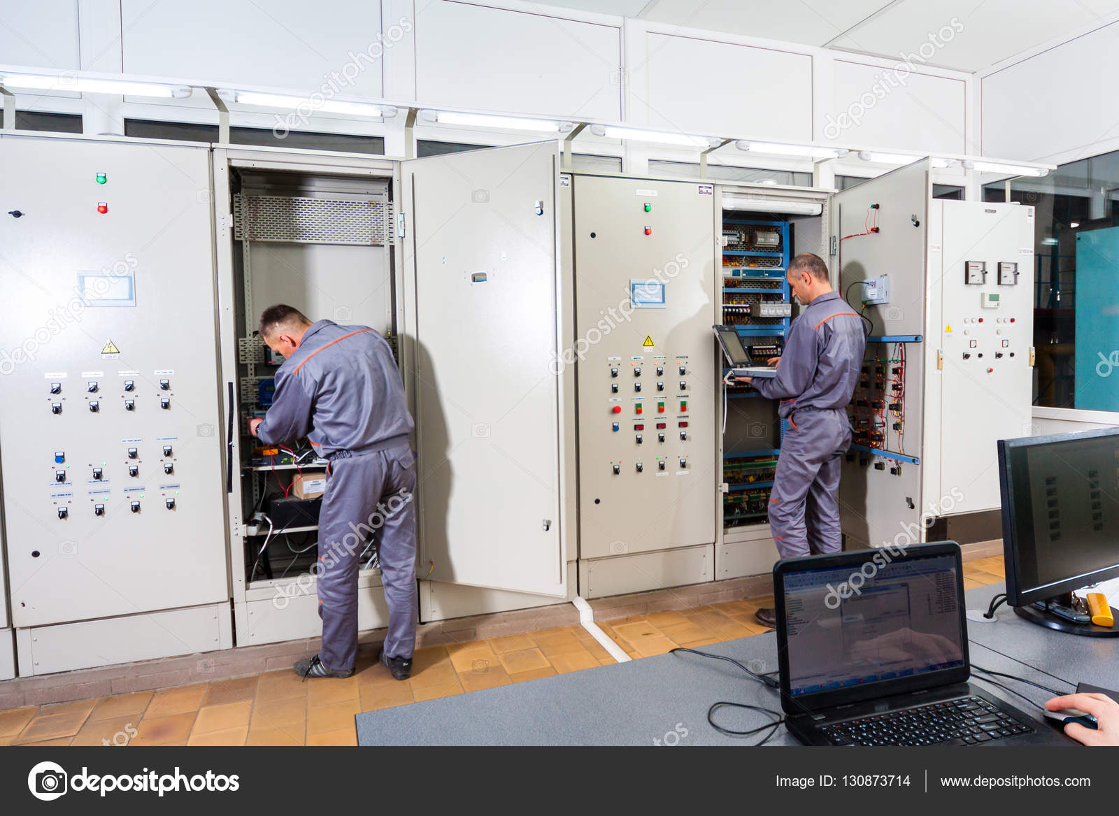 [DIAGRAM_0HG]  Electrician testing industrial machine, electrician builder engineer  screwing equipment in fuse box, Male Electrician — Stock Photo © bondvit  #130873714 | Industrial Fuse Box |  | Depositphotos