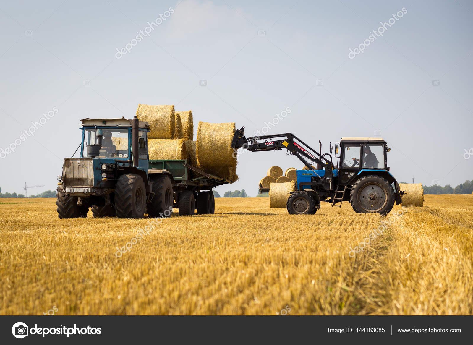 Vinnitsa ucraina trattore 26 luglio pagliaio for Piani di garage di balle di paglia