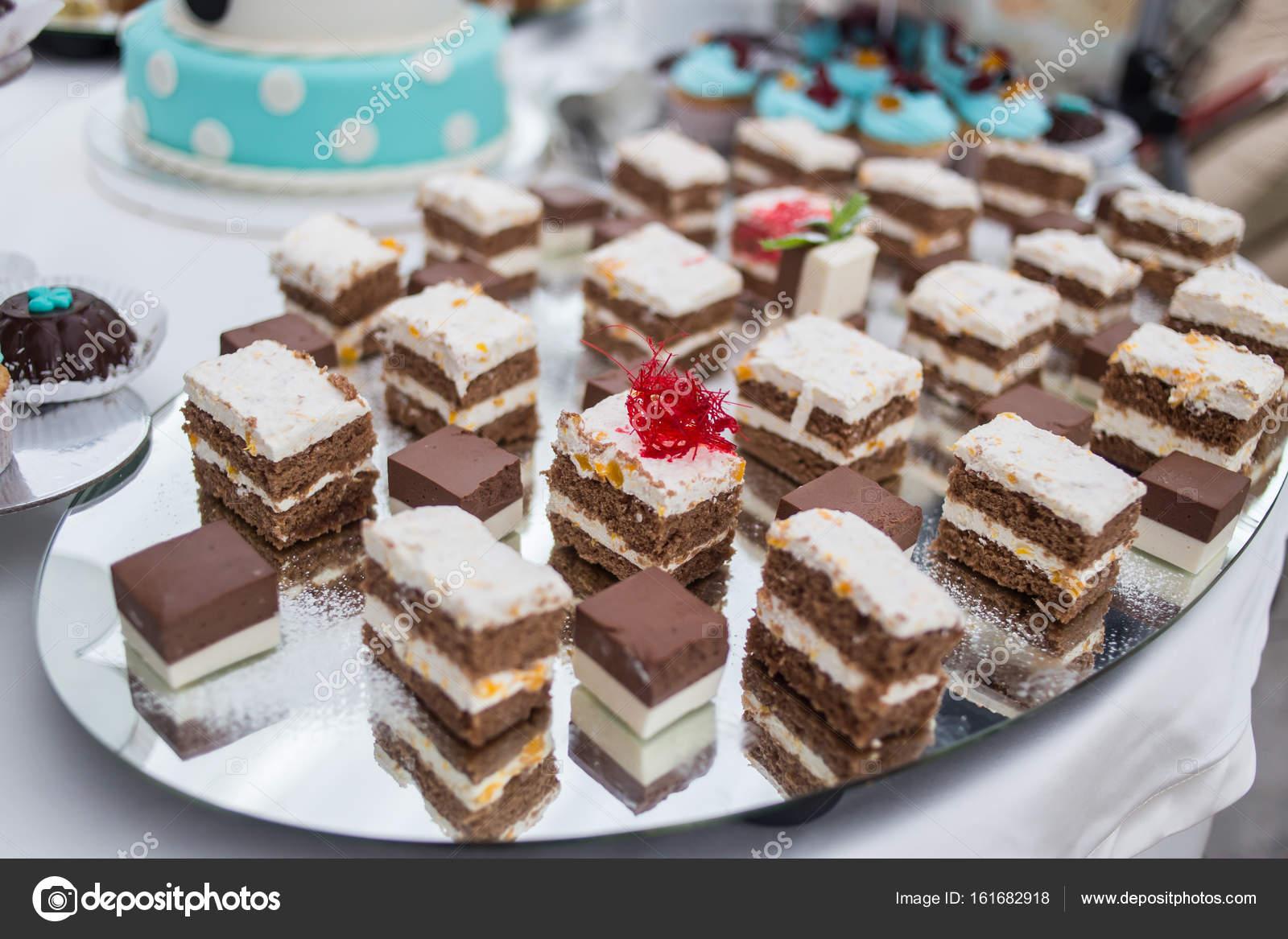 Buffet Di Dolci Per Compleanno : Barra di caramella delizioso buffet dolce con cupcakes buffet