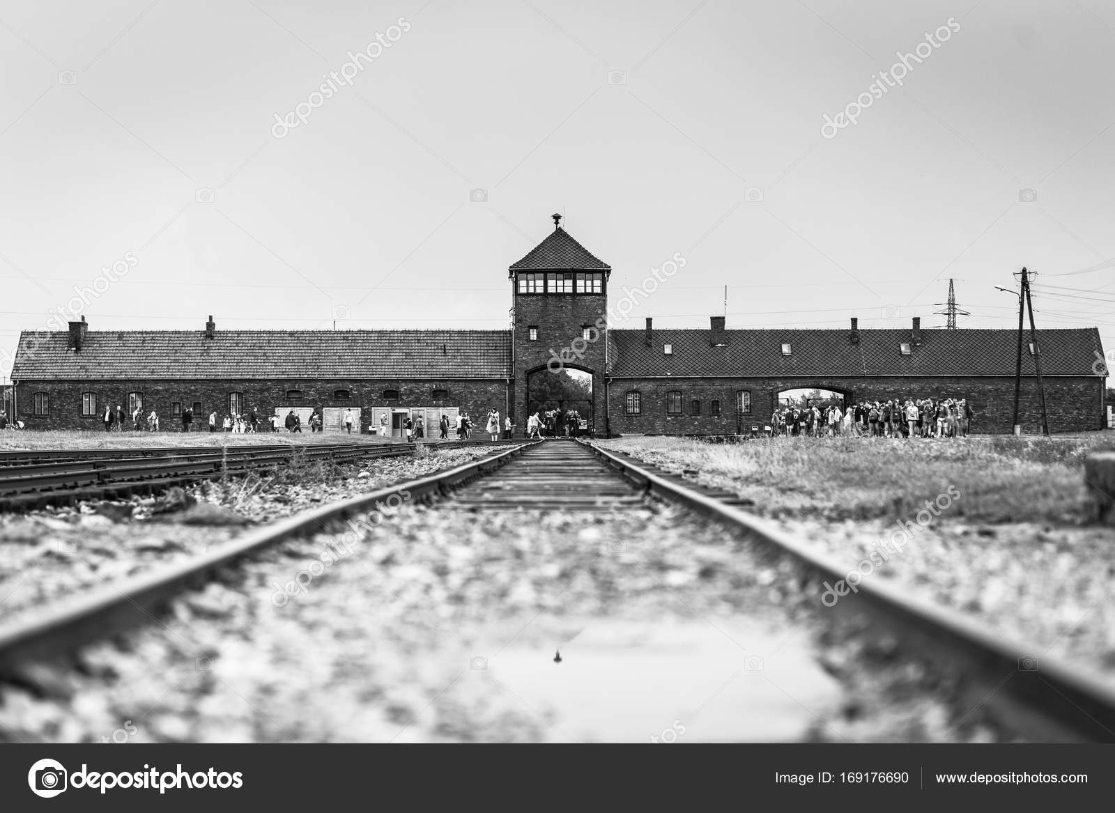 a history of the auschwitz concentration camp in poland Auschwitz-birkenau freight train tracks leading to auschwitz-birkenau, nazi germany's largest concentration camp, near oświęcim, poland dinos michail—istock editorial/thinkstock a group of hungarian jews arriving at the auschwitz-birkenau camp in german-occupied poland.