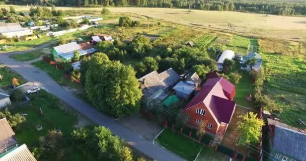 Luftaufnahme des Dorfes und der Häuser
