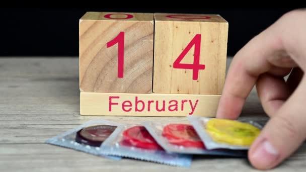 Kézzel választott óvszer Szent Valentin napon