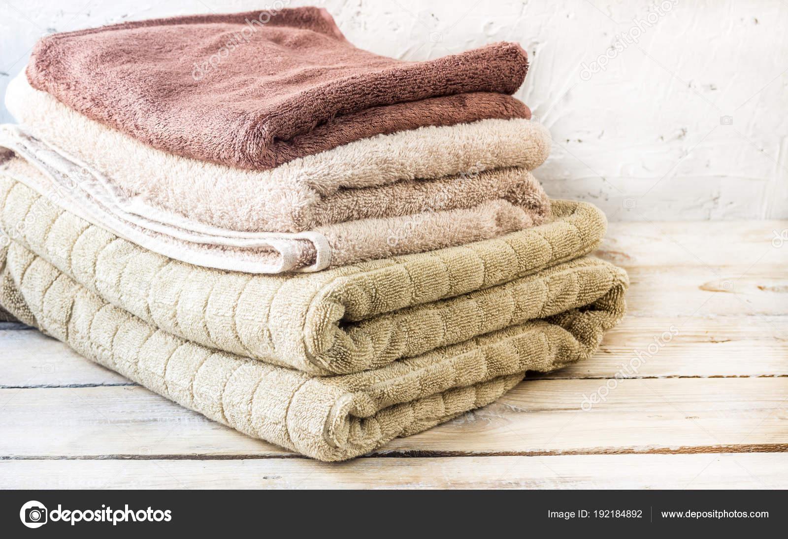 Pila di asciugamani da bagno u2014 foto stock © juliamikhaylova #192184892