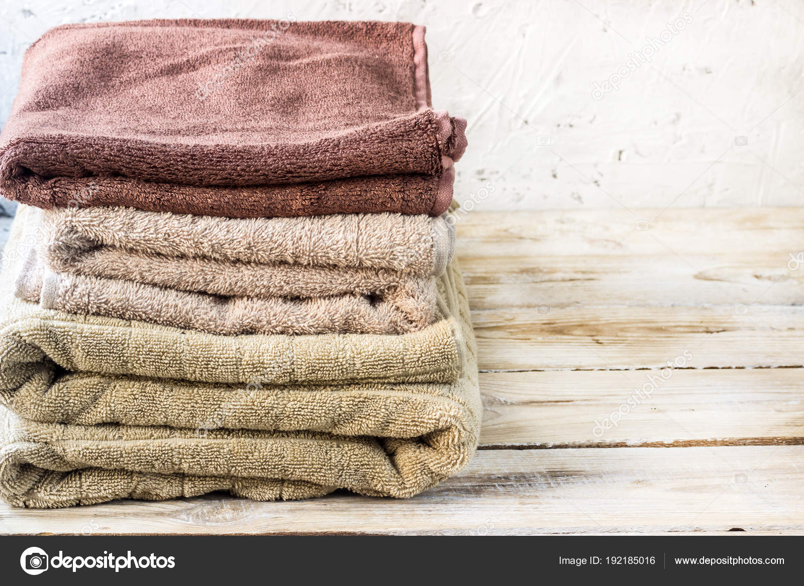 Pila di asciugamani da bagno u2014 foto stock © juliamikhaylova #192185016
