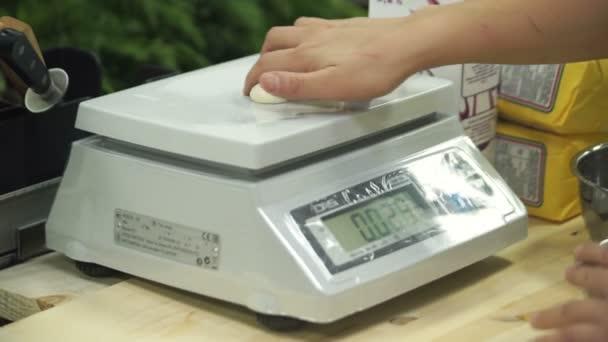 Gotować Czosnku Ważenia Na Wagi Elektroniczne W Kuchni Przemysłowych