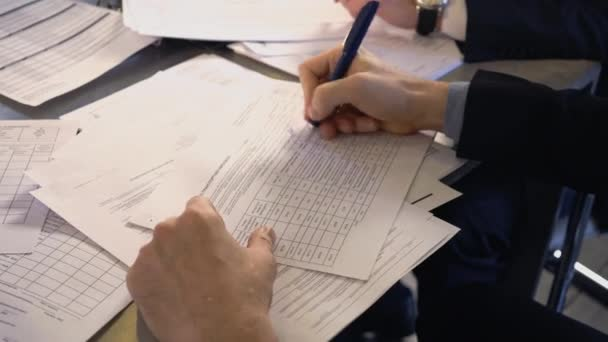 Business man signing a contract. Close-up