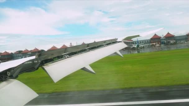 Komerční dopravní letadlo přistání. Osobní letadlo přistání. Osobní letadlo přistání. Letící letadlo se blíží letiště