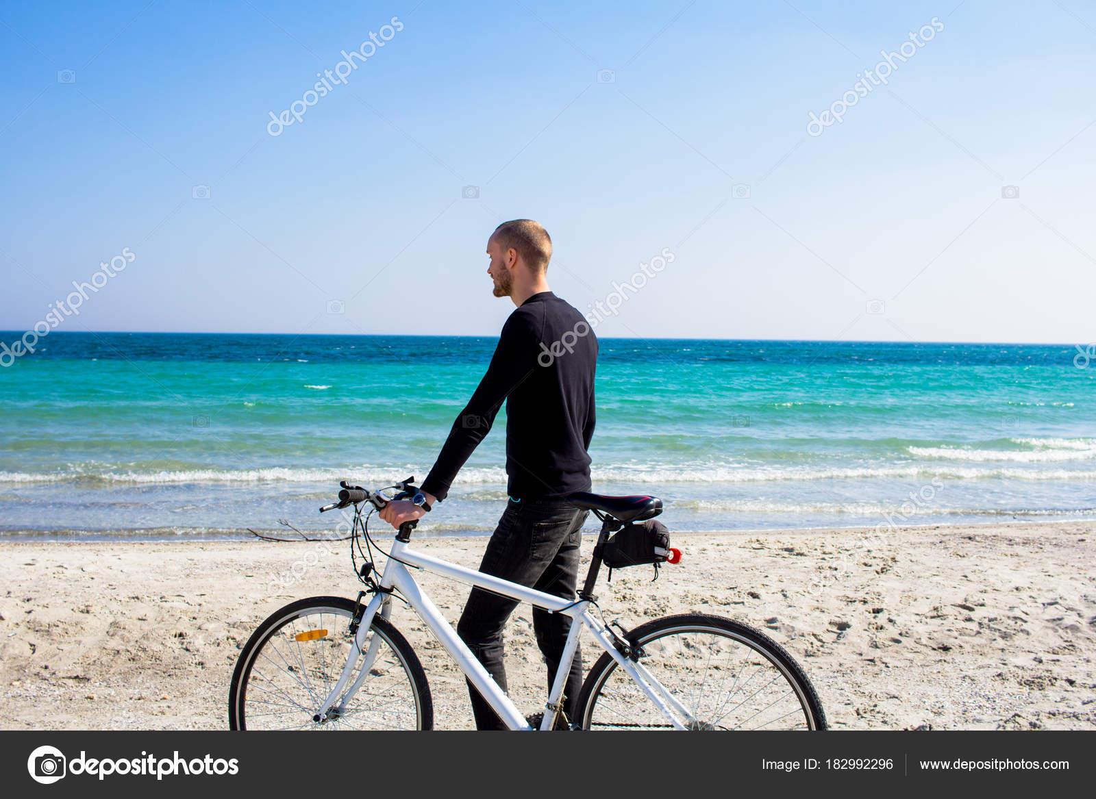 Мужчина Велосипедом Молодой Человек Черной Повседневной ...