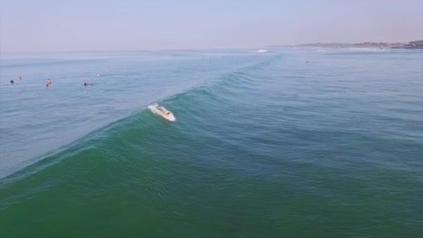 holky, pěkný vlny surfování na Bali