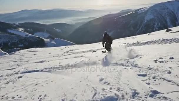 lyžař jízda na horu