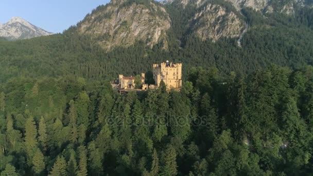 Schloss hohenschwangau in den bayerischen Alpen