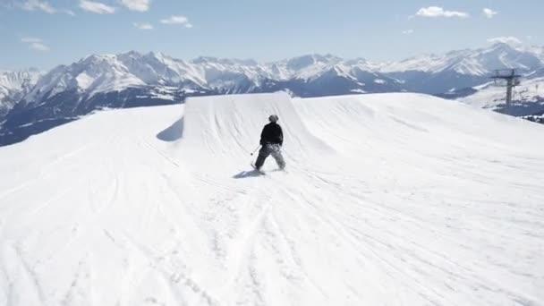 Freestyle lyžování ve Snowparku