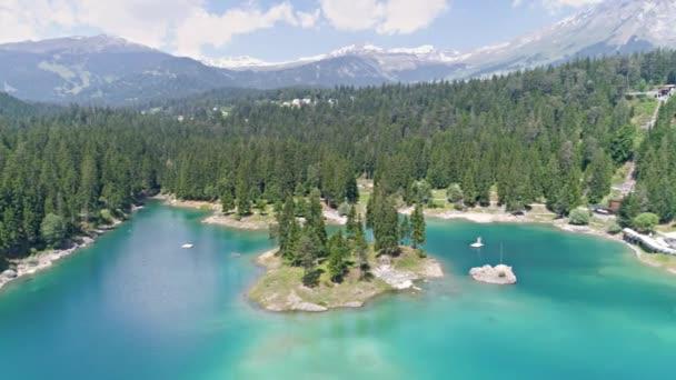 Caumasee jezero a hory