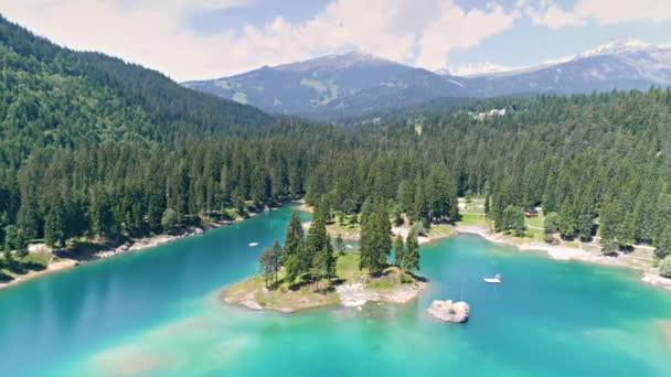 Krásná Švýcarská jezero a Alpy