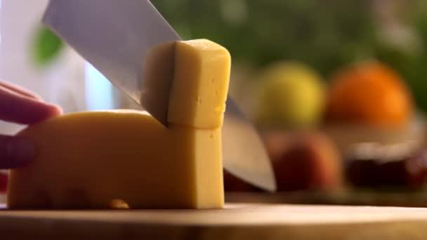 Řezné sýr Zpomalený pohyb