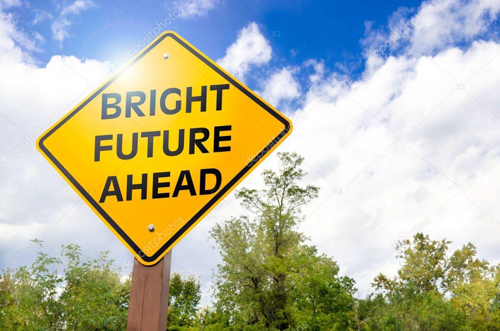 밝은 미래 미리 노란색 기호 및 구름과 푸른 하늘