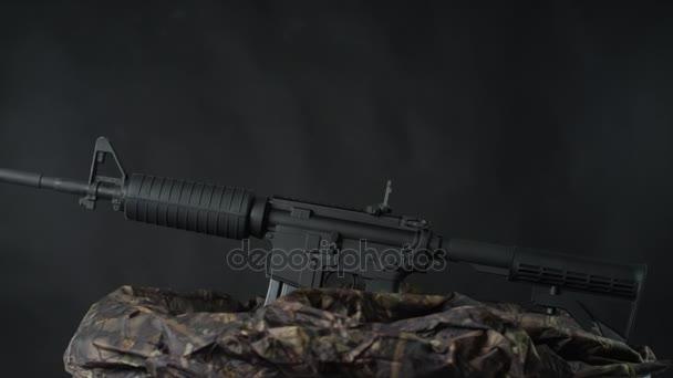 pohled na automat zbraně stojící