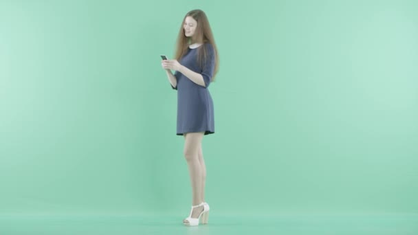 Молочко в коротком платье видео ночью фото