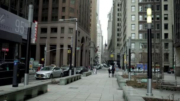 Shot z ulice New Yorku ve dne