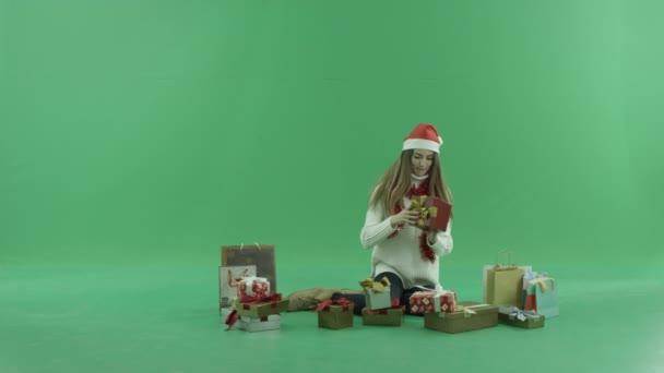 Видео подарок красавице, поставил жену на четвереньки и трахнул фото