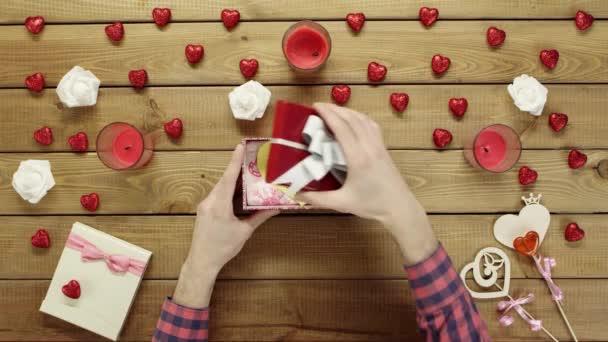 Ember kap handmade Valentin, Valentin nap jelen, top view