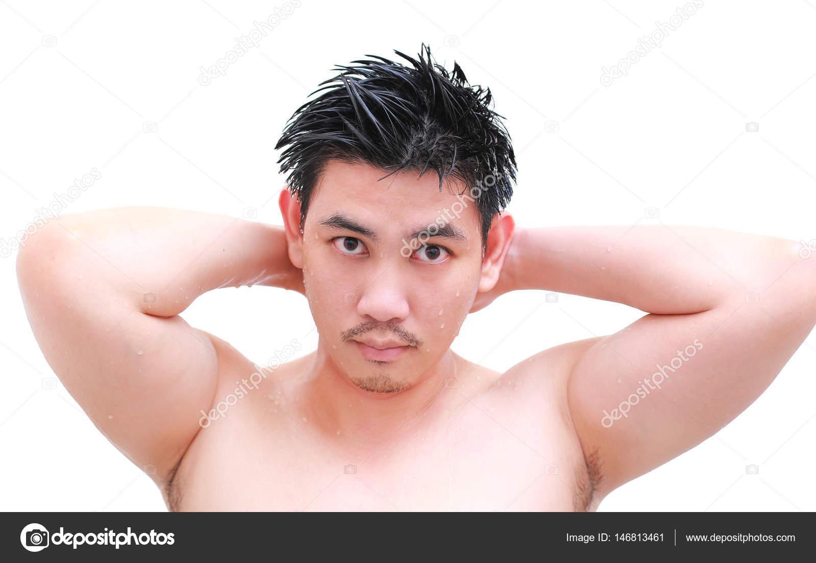Jeune Homme Prendre Une Douche Et Permanent Sous Couler L Eau Dans