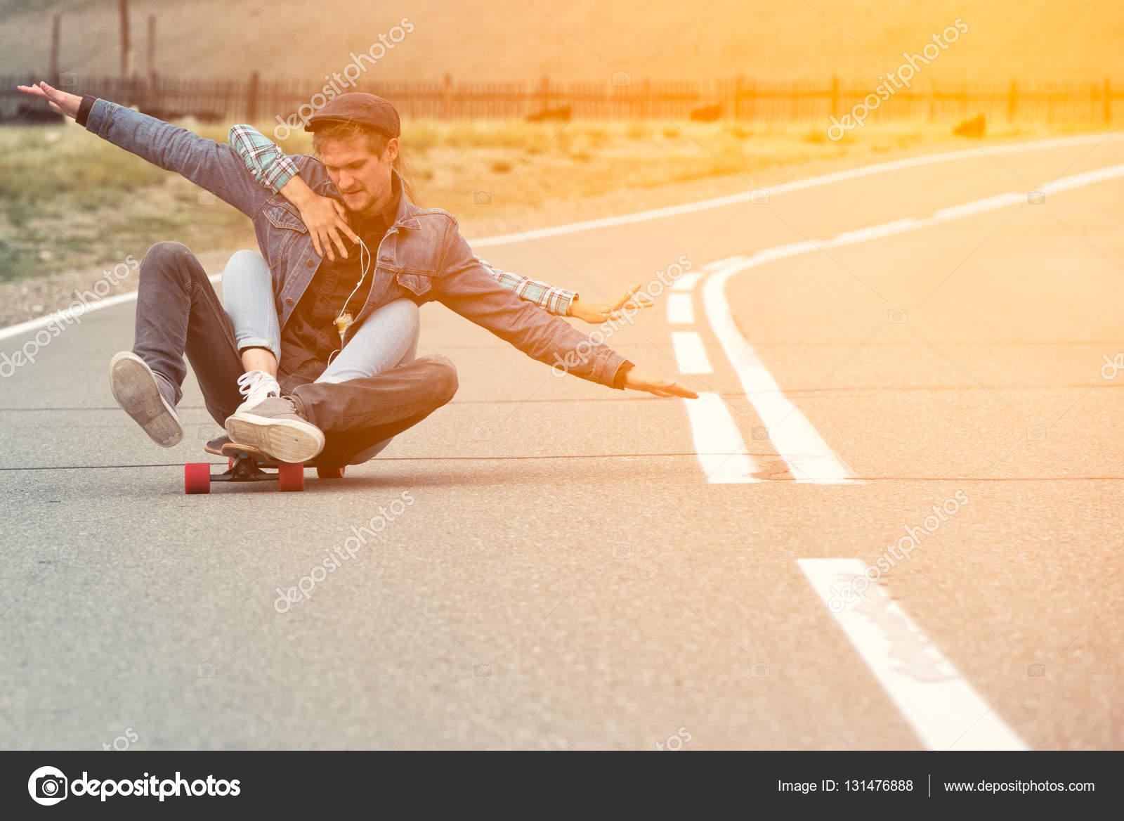 Зрелую фотки как парень ласкает девушку на улице дагестане