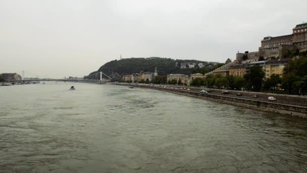 kilátás a híd a Danube river és a Gellért hegy-Budapest