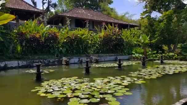 Tirta Gangga - a vízi palota Balin.