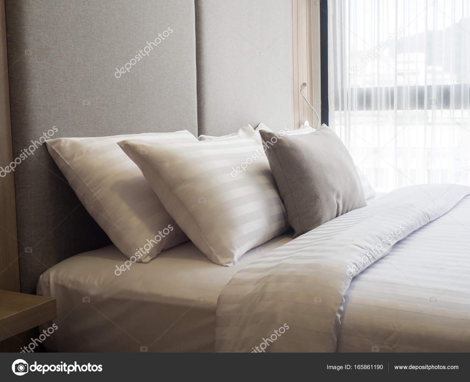 Verlichting Voor Slaapkamer : Interieur van gezellige slaapkamer in moderne design low
