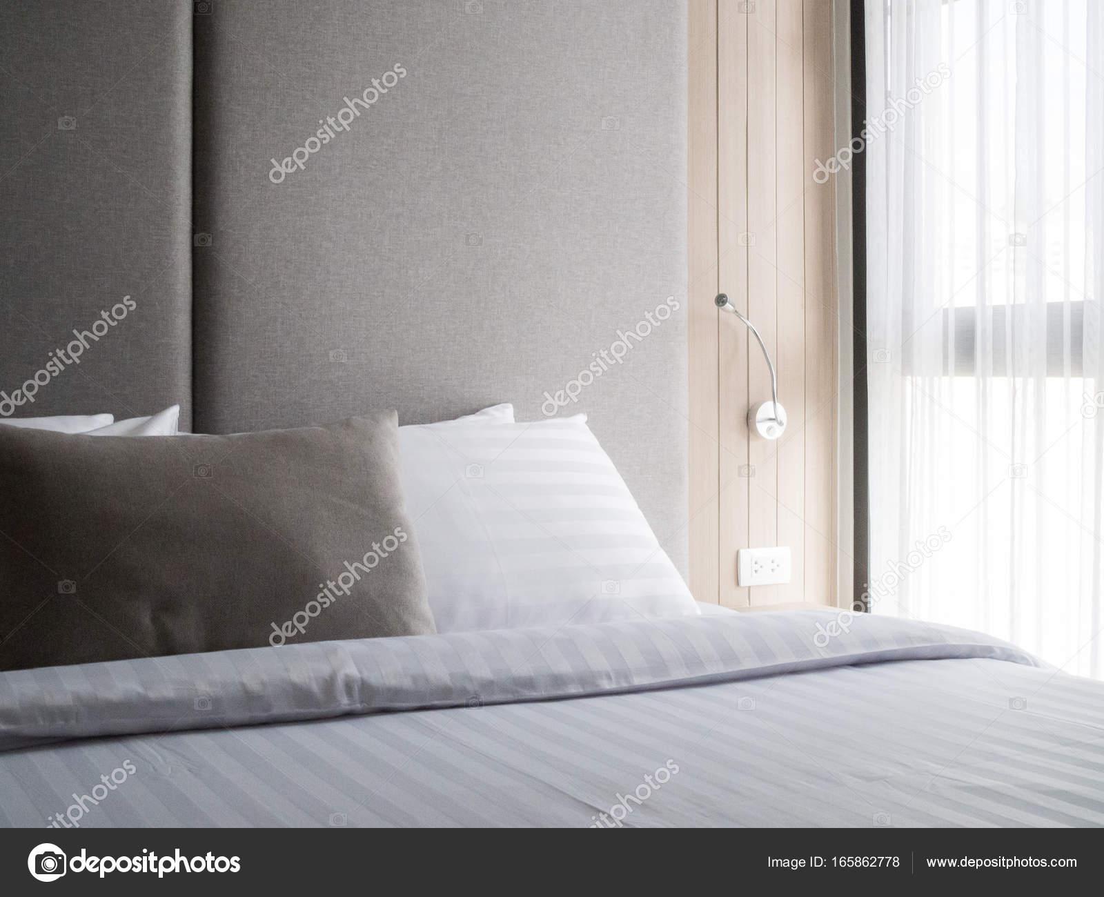 Intérieur Chambre Coucher Confortable Dans Éclairage Moderne Design Low  Flair U2014 Photo