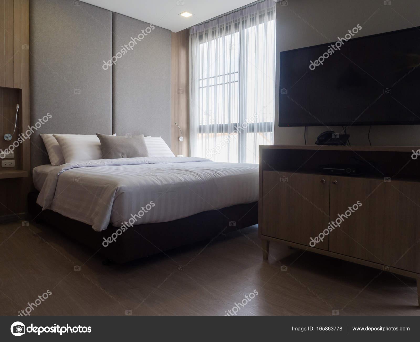 Design Slaapkamer Verlichting : Interieur van gezellige slaapkamer in moderne design.low verlichting
