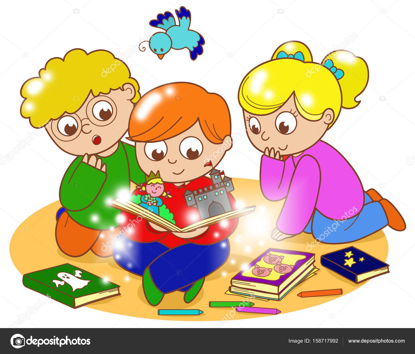 Tre Bambini Che Leggono Un Libro Magico Foto Stock Carlacastagno