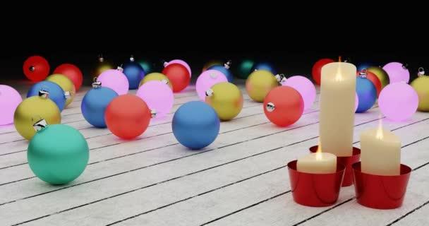 Nový rok2020. Svíčky a vánoční hračky, tmavé pozadí. Veselé Vánoce 4k