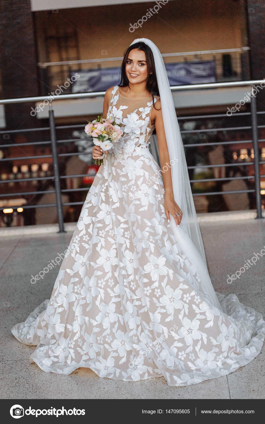 Vestido branco longo com flores