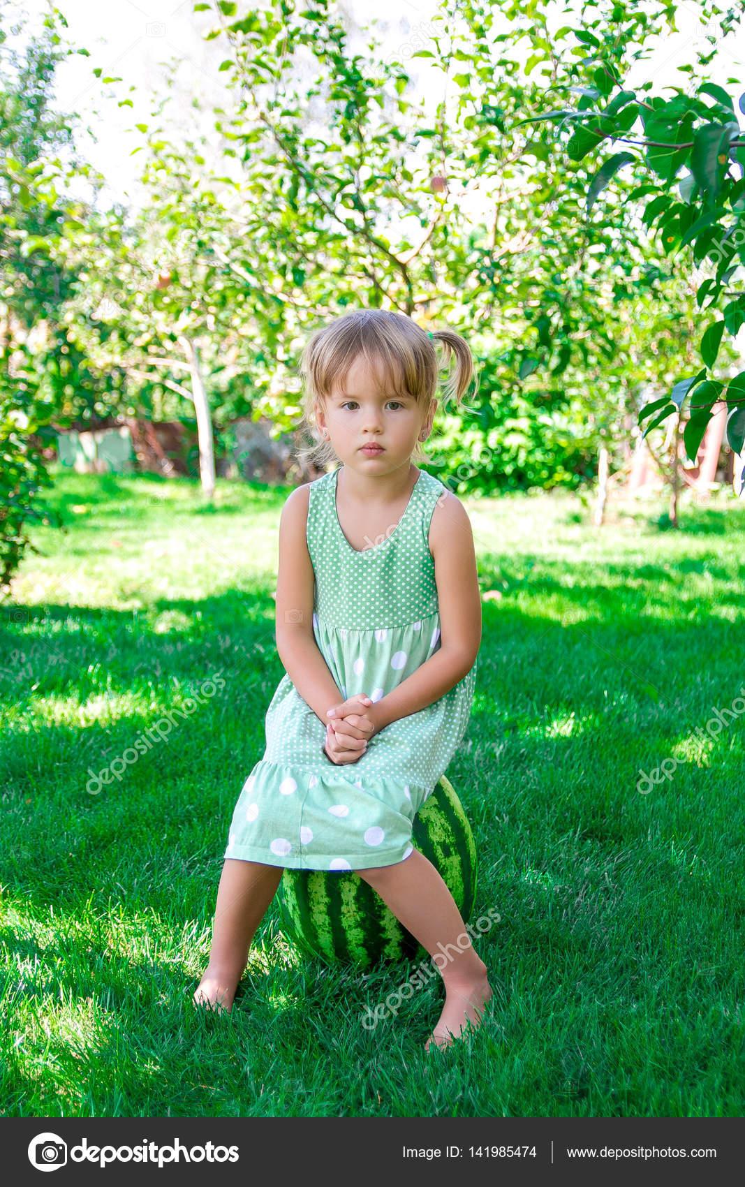 Soð³â±ar vestida de verde