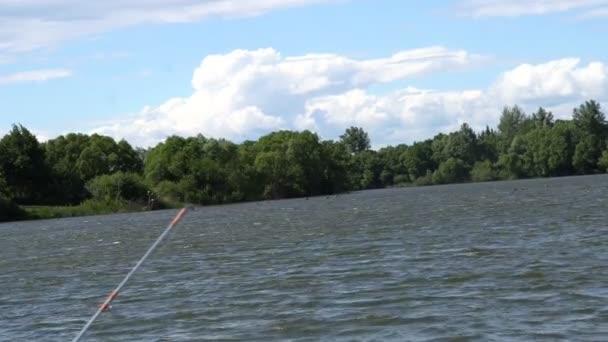 Rybářský prut čekání na ryby kousat návnada