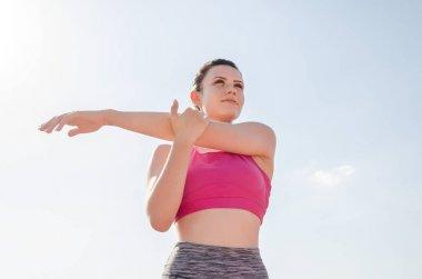 Spor kız egzersiz. Egzersiz. Fitness. Sağlık. St adlı genç kız