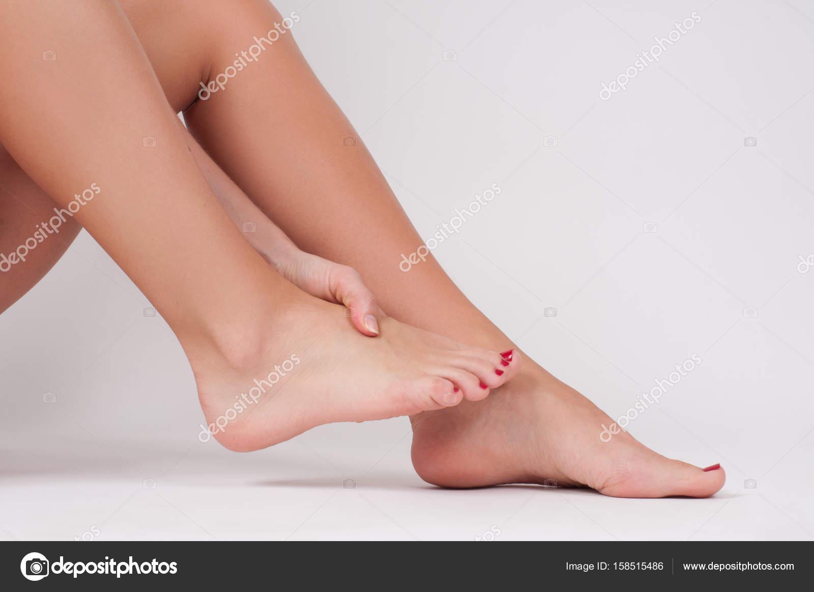 la cavigliaPiedini femminiliDonna alla massaggia Dolore che erEdBQWCxo