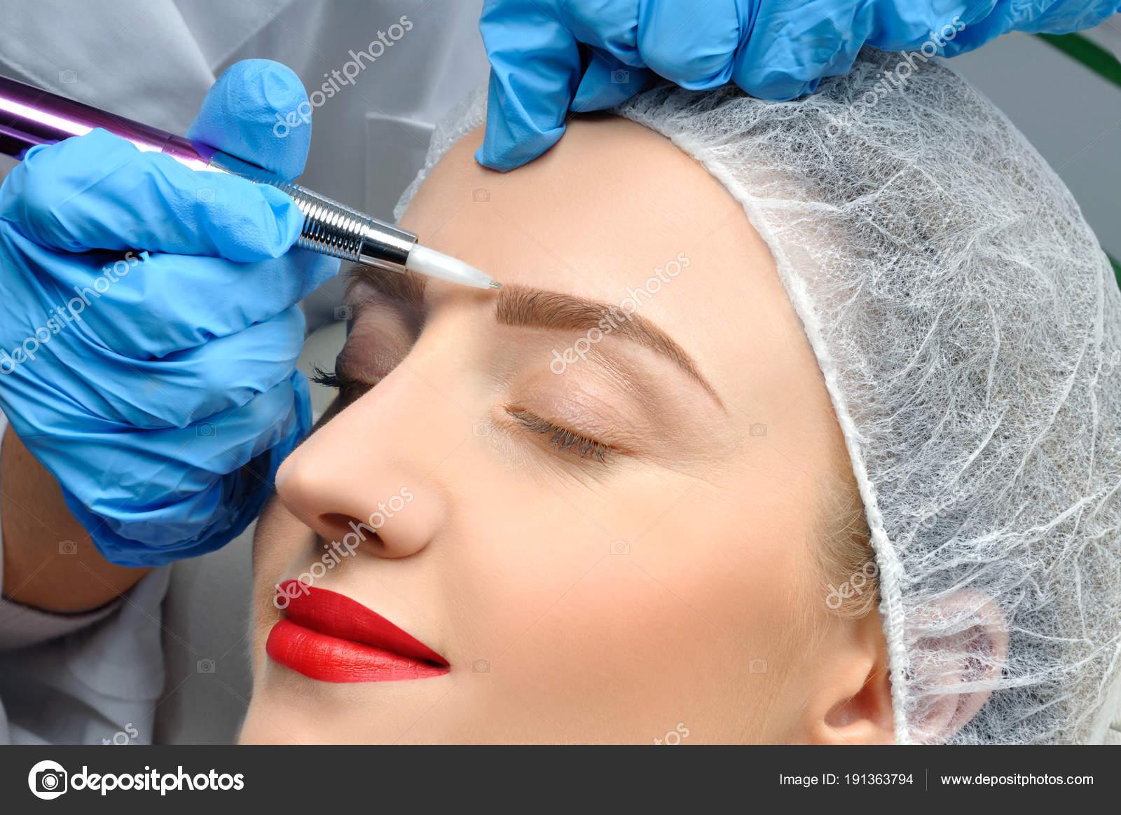 depositphotos_191363794-stock-photo-microblading-cosmetologist-making-permanent-makeup.jpg